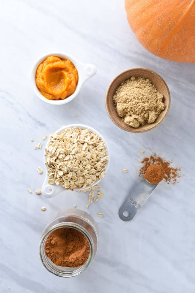Ingredients to make pumpkin oatmeal